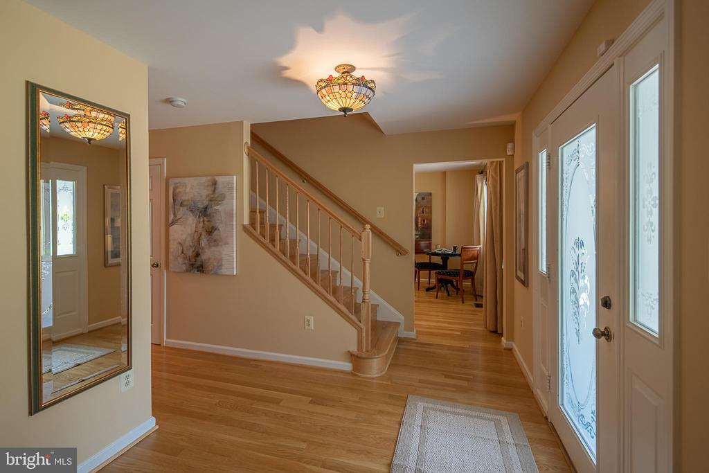 Foyer view to stairway and family room - 505 WOODSHIRE LN, HERNDON