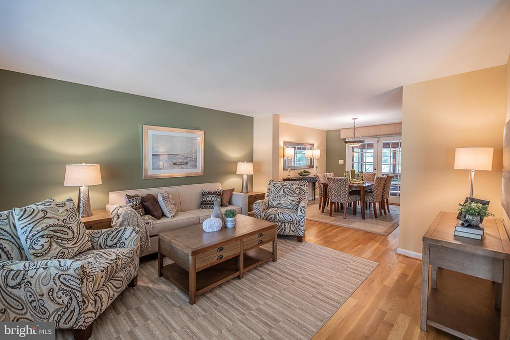 Large, front living area opens to dining space - 505 WOODSHIRE LN, HERNDON