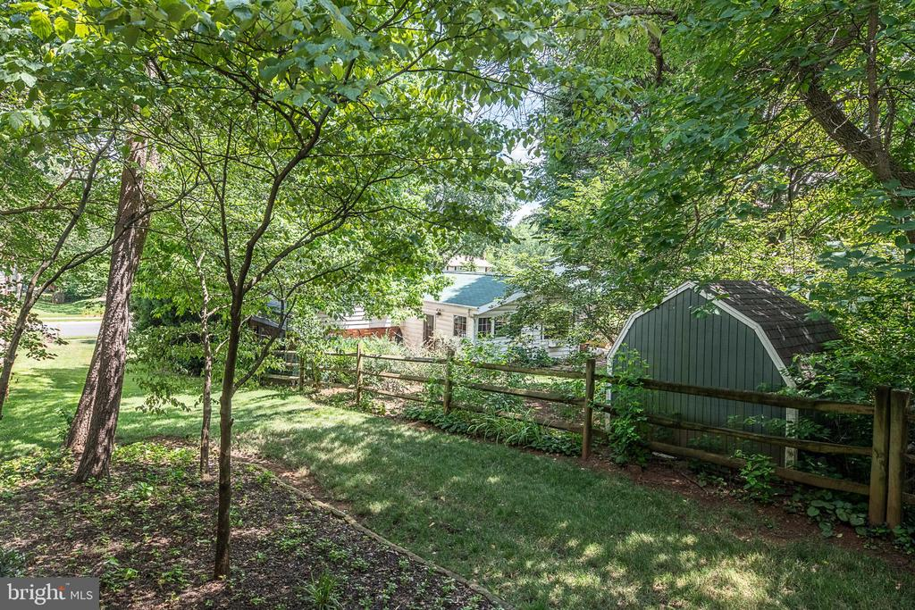 More back yard views - 505 WOODSHIRE LN, HERNDON