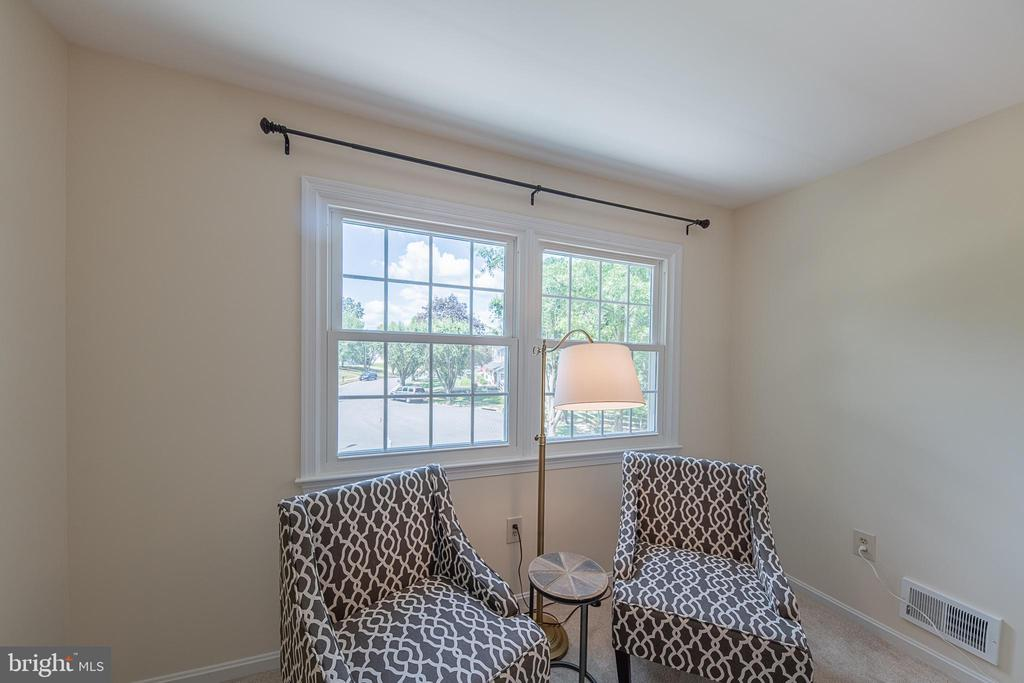 Overlook the cul de sac from the owners' suite - 505 WOODSHIRE LN, HERNDON