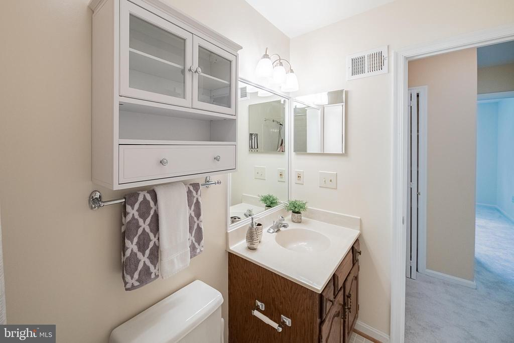 2nd bath upstairs, multi mirrored medicine cabinet - 505 WOODSHIRE LN, HERNDON