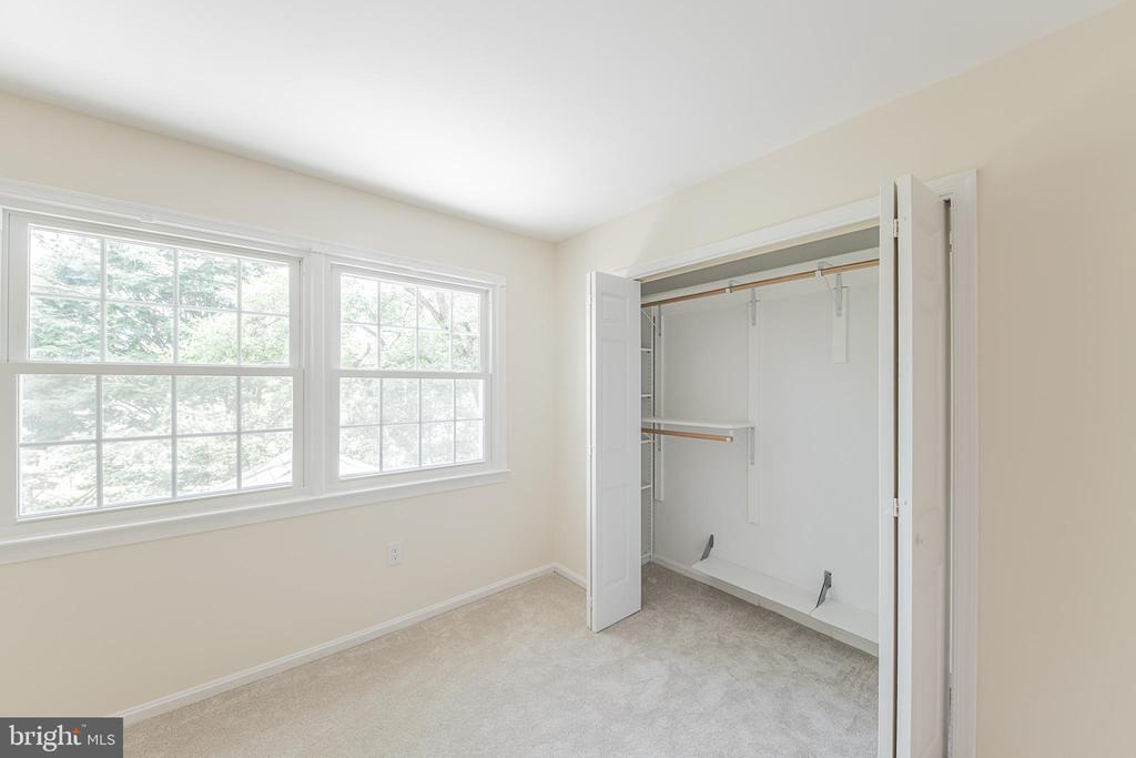 Bedroom #2 overlooks back yard - 505 WOODSHIRE LN, HERNDON