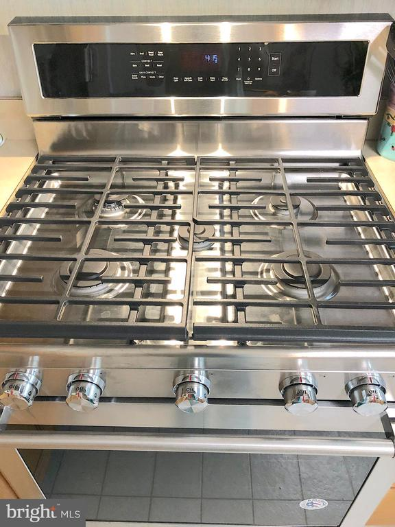 5 Burner Kitchen Aid Gas Range.... - 4301 CIDER BARREL CT, FREDERICKSBURG