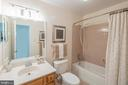 Owners' suite shower and first vanity - 505 WOODSHIRE LN, HERNDON