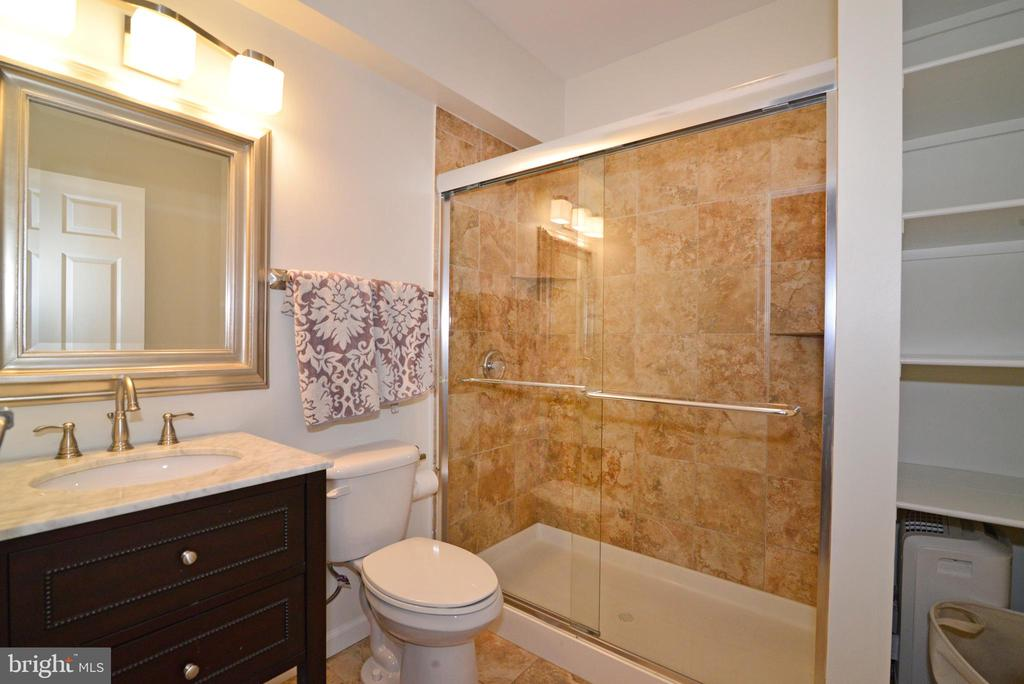 Basement Full bathroom - 47322 WESTWOOD PL, STERLING