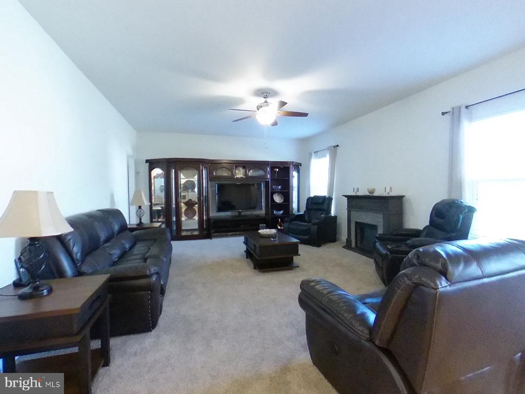 Family Room - 4 CUPOLA LN, STAFFORD