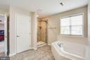 Soaking tub, walk-in tiled shower, linen closet - 9 GALLERY RD, STAFFORD