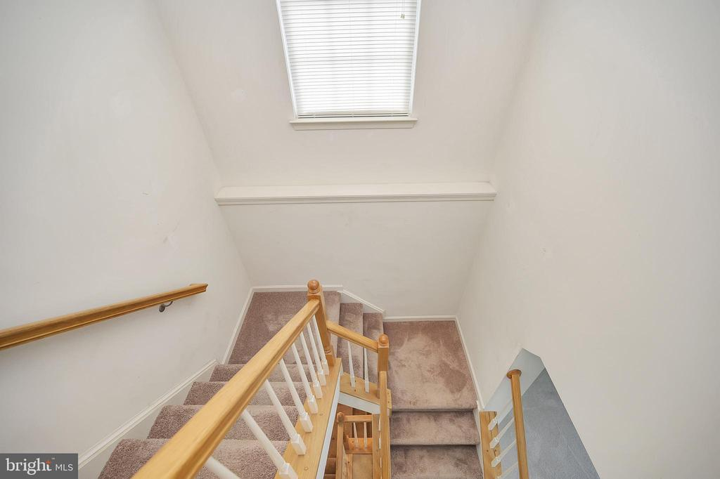 Stair well to 3 rd level bedrooms - 48 HUNTING CREEK LN, STAFFORD
