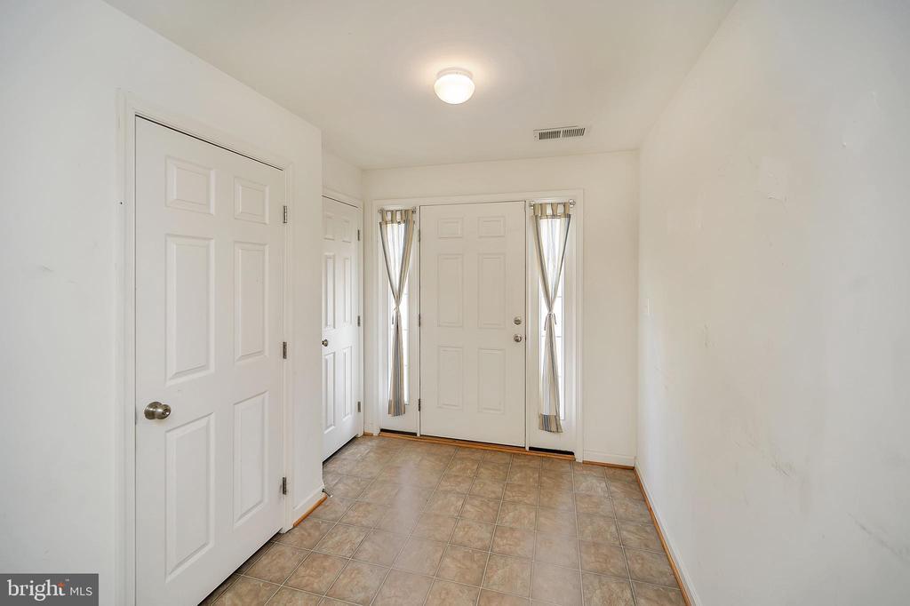 Foyer Entry (basement level) - 48 HUNTING CREEK LN, STAFFORD