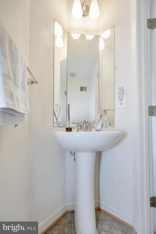 Half bath (basement) - 48 HUNTING CREEK LN, STAFFORD