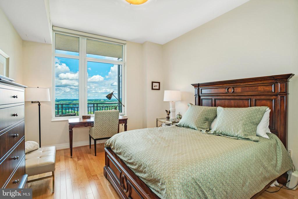 Second Bedroom - 8220 CRESTWOOD HEIGHTS DR #1814, MCLEAN