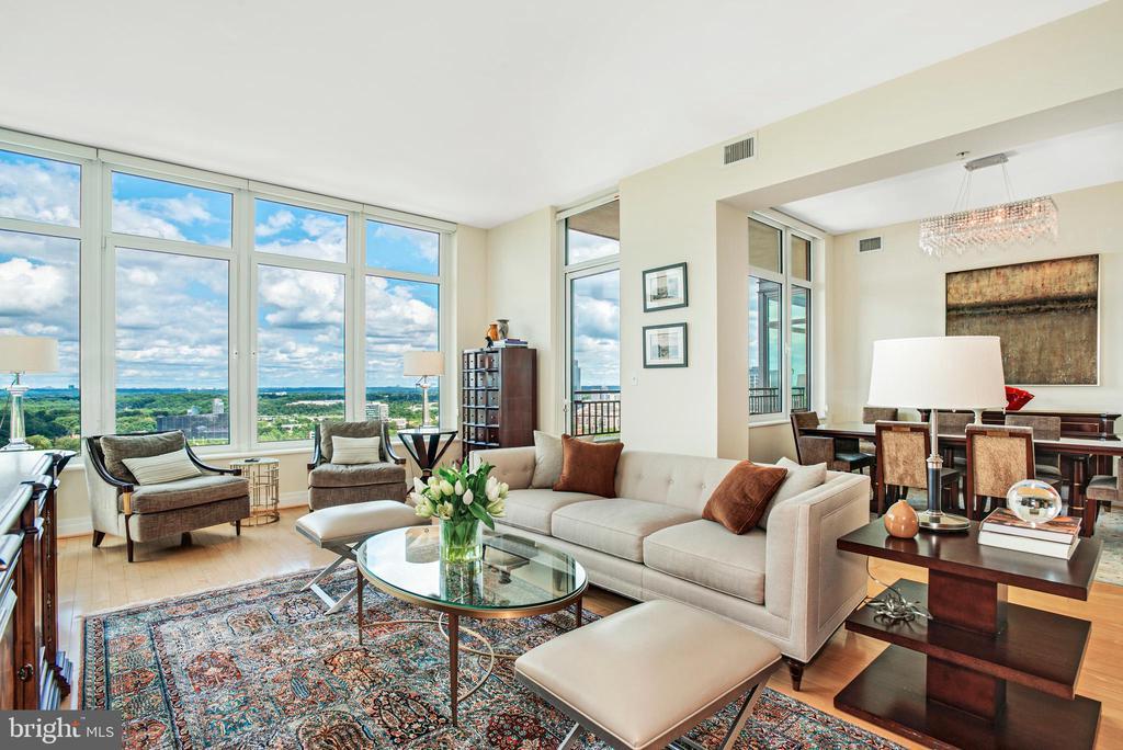 Living Room - 8220 CRESTWOOD HEIGHTS DR #1814, MCLEAN