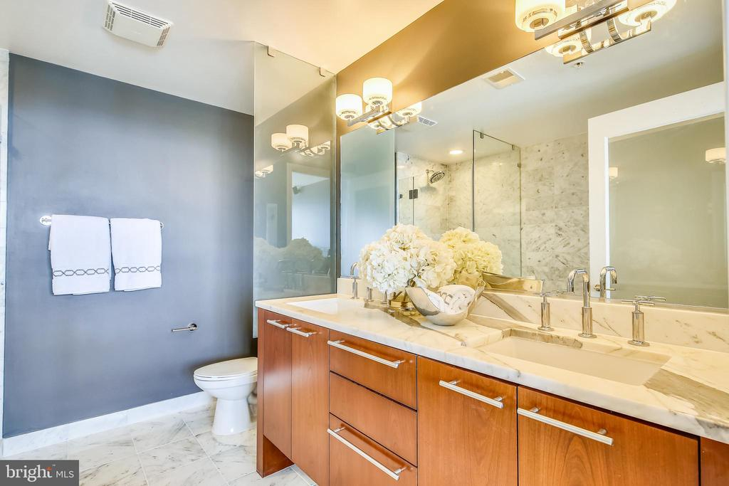 Luxury en suite bathroom with dual vanity sinks - 2001 15TH ST N #1104, ARLINGTON