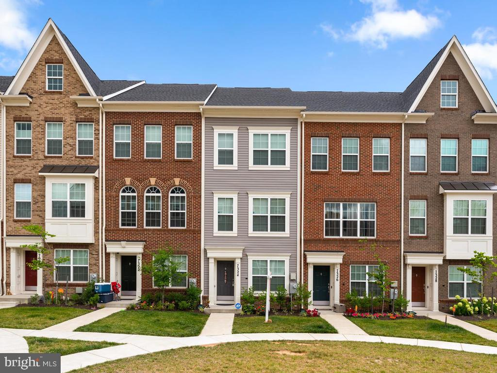 Single Family Homes pour l Vente à Beltsville, Maryland 20705 États-Unis