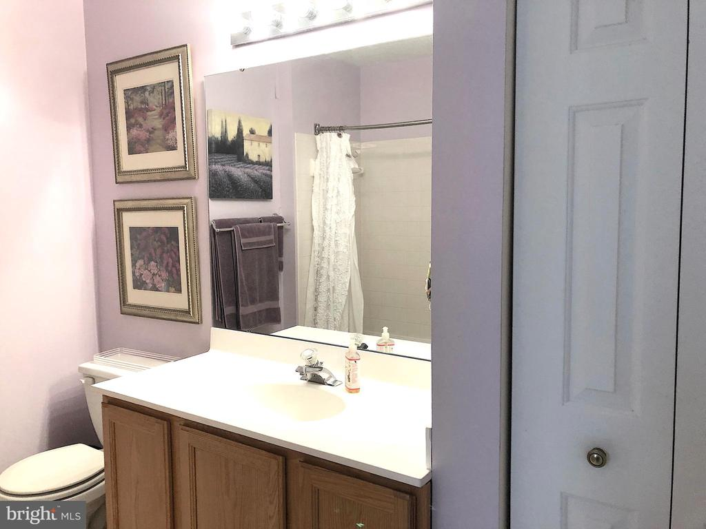 Hall bath with linen closet - 4301 CIDER BARREL CT, FREDERICKSBURG