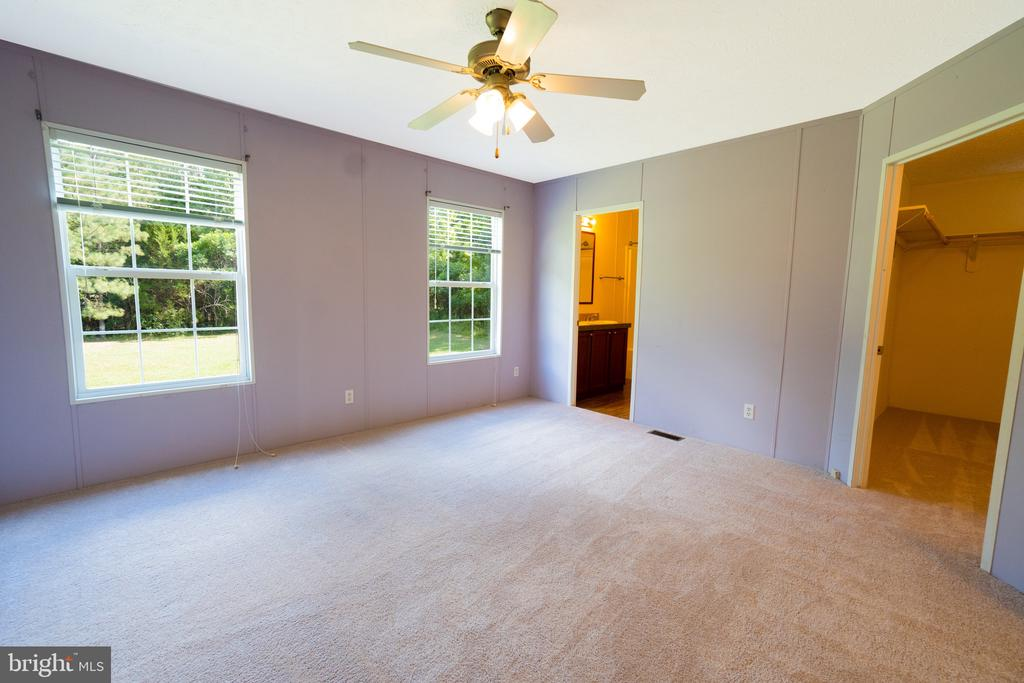 Large Master Bedroom - 11080 EDGEHILL ACADEMY RD, WOODFORD