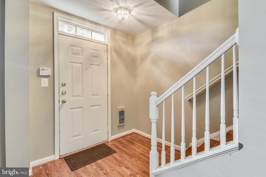 Entrance / Foyer - 21816 PETWORTH CT, ASHBURN