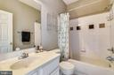 Main Bath  w/ Bathtub - 21816 PETWORTH CT, ASHBURN