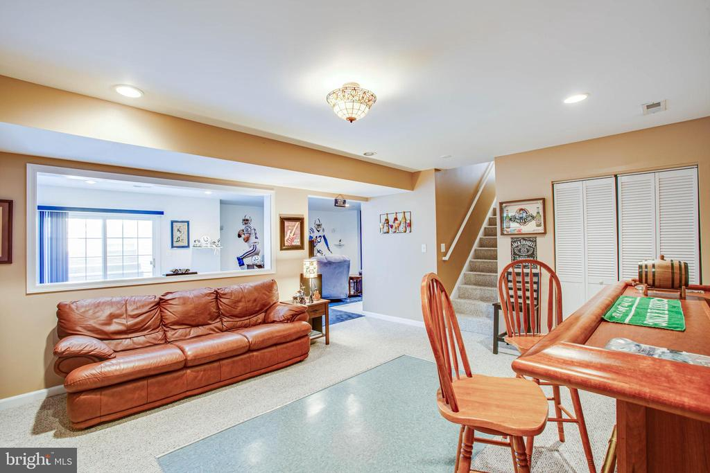 Open and bright walkout basement. - 9 GALLERY RD, STAFFORD