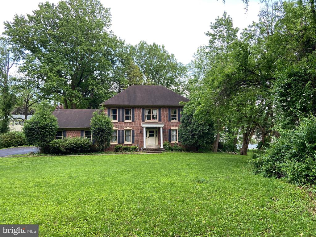 - 3502 HOLLY RD, ANNANDALE