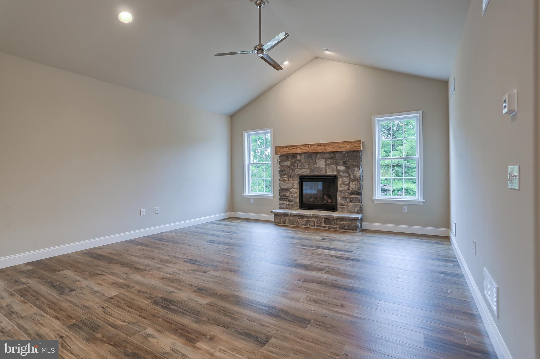 Great room w/cathedral ceiling