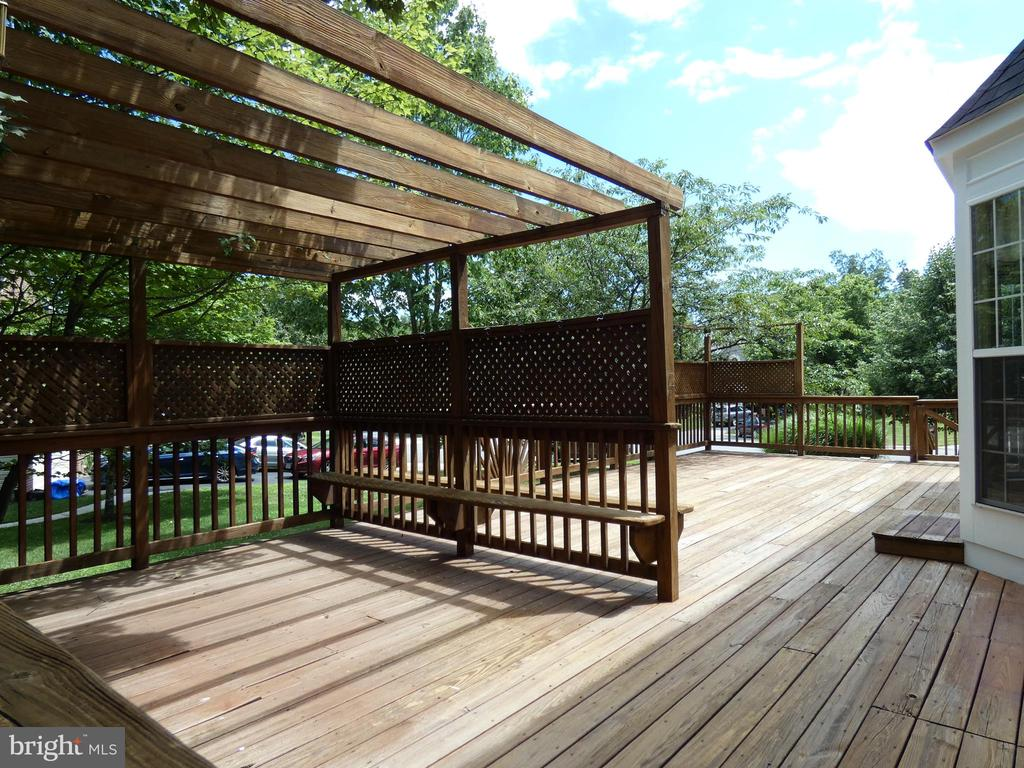 Exterior view of deck from back corner of home - 43114 LLEWELLYN CT, LEESBURG