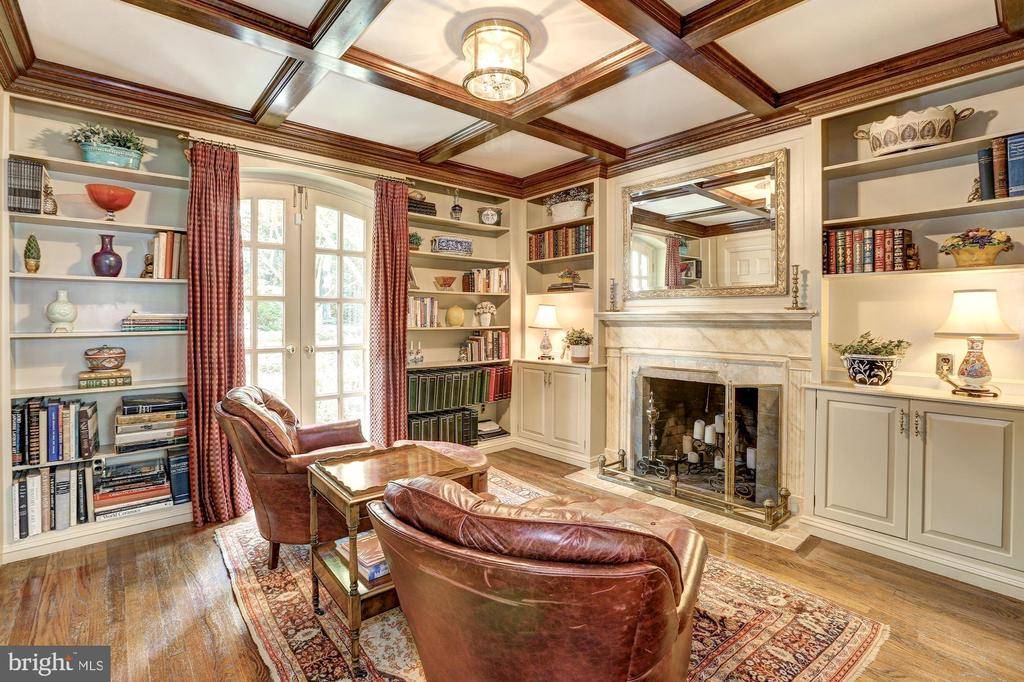 Cozy Library coffered ceiling & built-in shelving - 10 STANMORE CT, POTOMAC