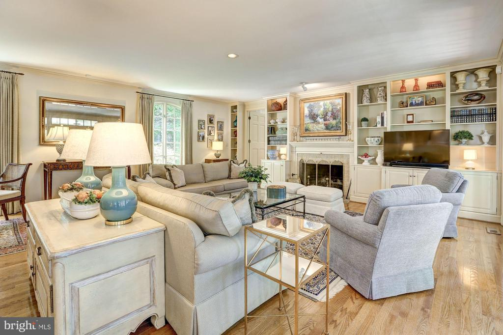 Family Room with built-ins  and fireplace - 10 STANMORE CT, POTOMAC