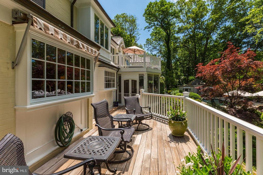 Deck off Dining Room and Screened-in Porch - 10 STANMORE CT, POTOMAC