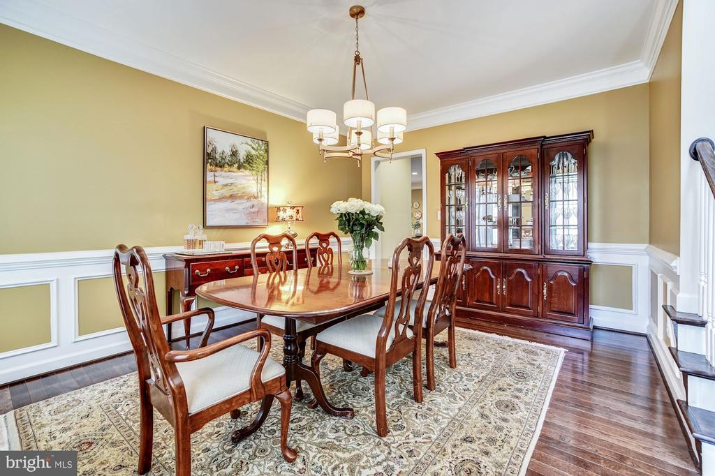 Dining room with wainscoting and wood floors - 3805 COLONIAL AVE, ALEXANDRIA