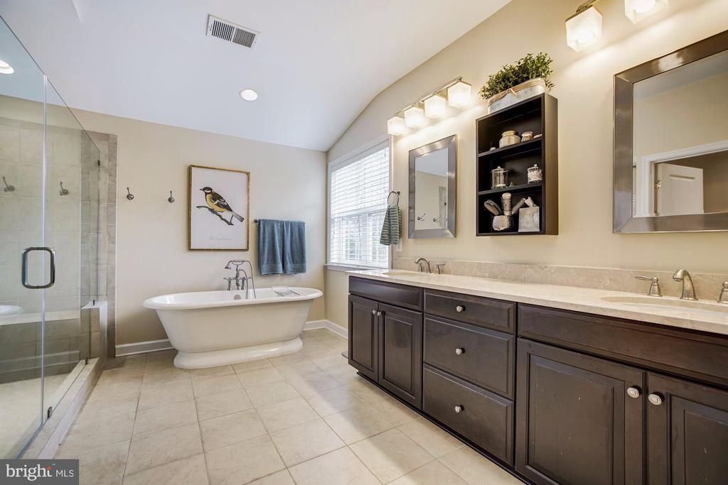Spa-like Master suite with double vanity - 3805 COLONIAL AVE, ALEXANDRIA