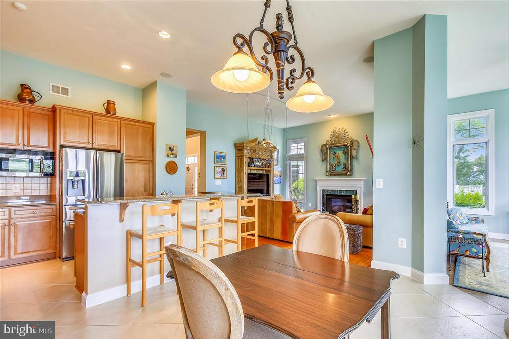 Breakfast room open to kitchen and sunroom - 18356 FAIRWAY OAKS SQ, LEESBURG