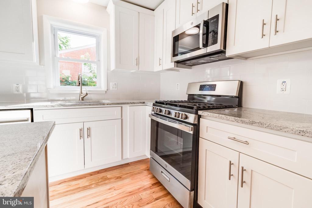 Kitchen,  pic 5 - 900 S WAKEFIELD ST, ARLINGTON