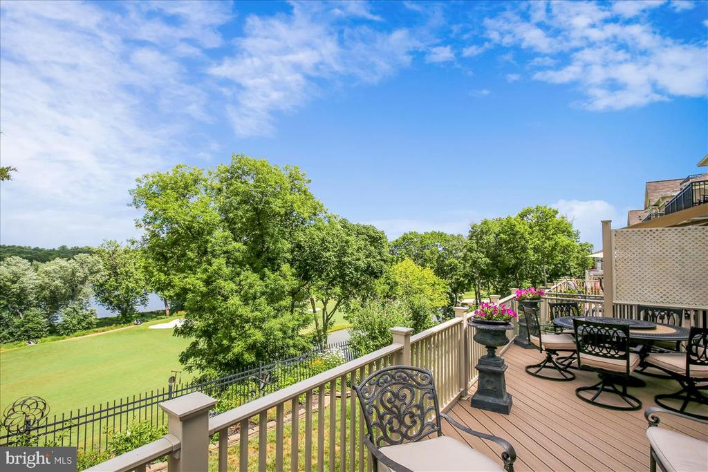 Expanded deck with plenty of room for entertaining - 18356 FAIRWAY OAKS SQ, LEESBURG