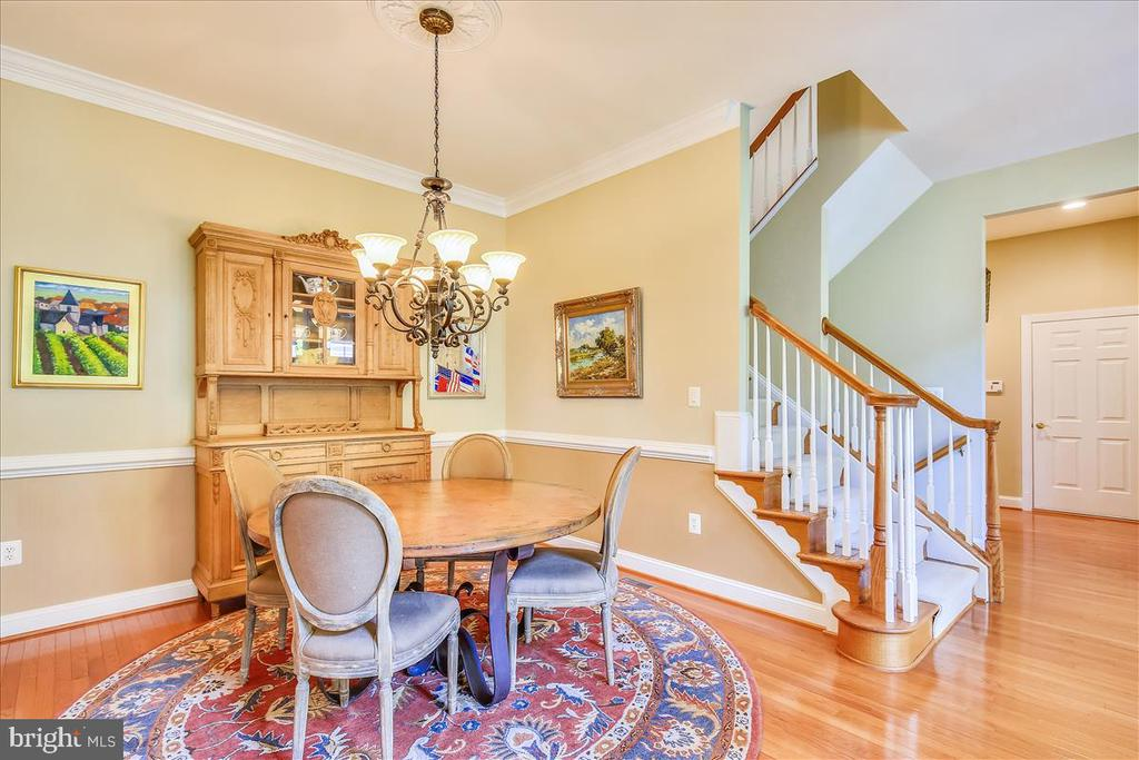 Formal dining room  for family dinners - 18356 FAIRWAY OAKS SQ, LEESBURG
