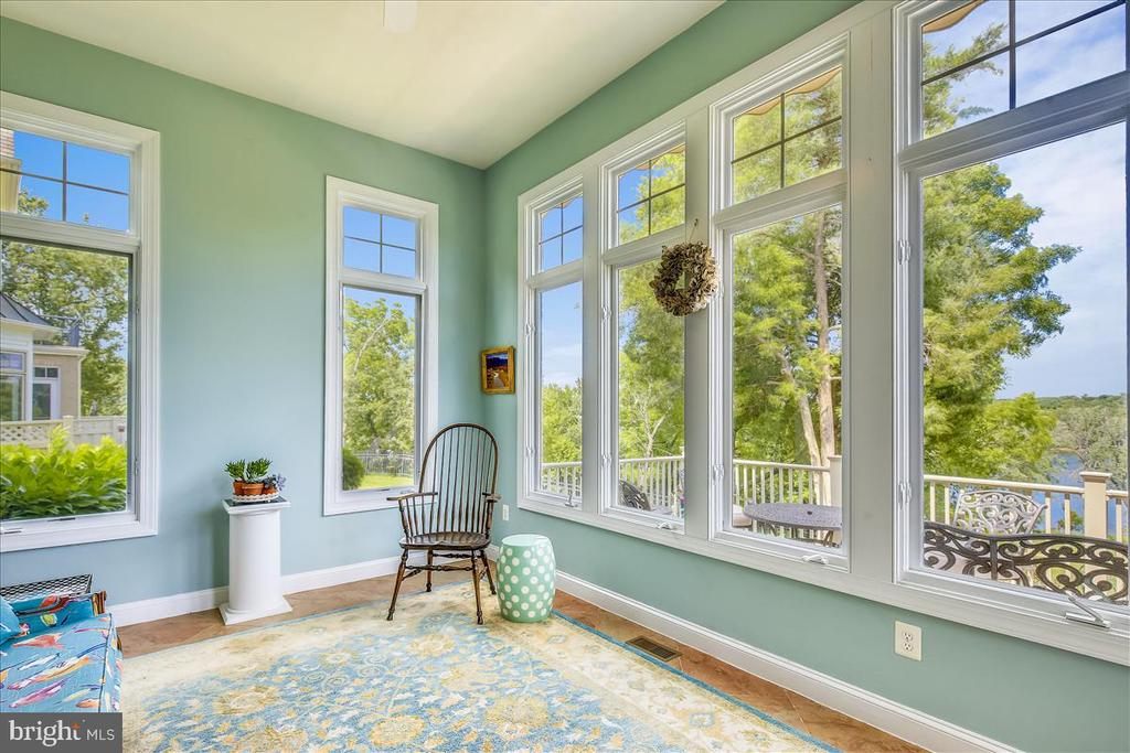Spectacular 4 season sunroom w incredible views! - 18356 FAIRWAY OAKS SQ, LEESBURG