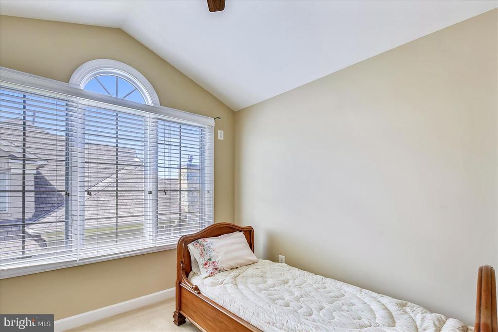 4th bedroom on 4th level - 18356 FAIRWAY OAKS SQ, LEESBURG