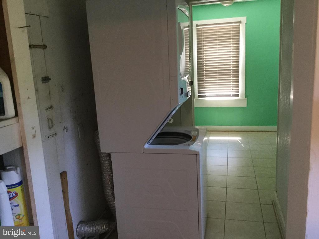 Laundry off the kitchen  and view into BR #1 - 6710 MASSAPONAX CHURCH RD, SPOTSYLVANIA