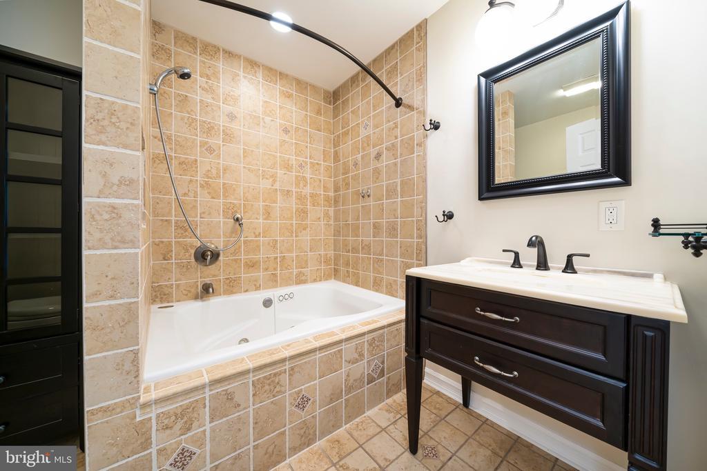 Bathroom 2 - 8950 GUE RD, DAMASCUS