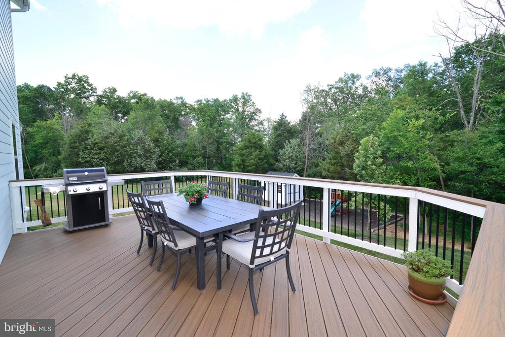 Deck with treed views - 24890 DAHLIA MANOR PL, ALDIE
