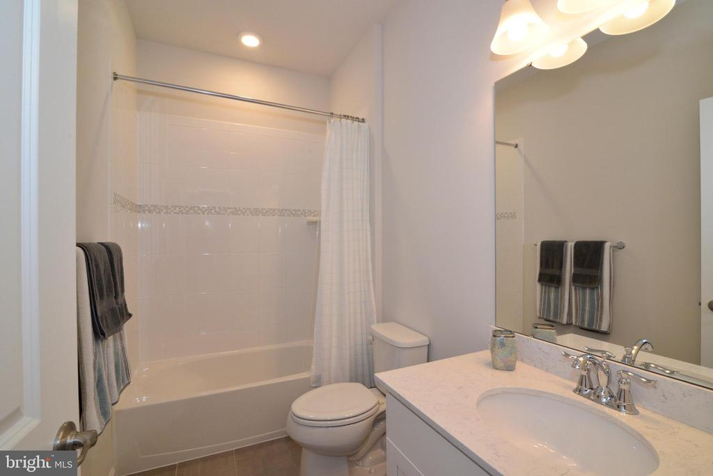 Princess suite private bath - 24890 DAHLIA MANOR PL, ALDIE