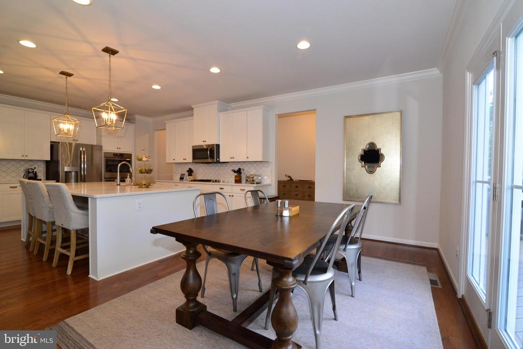 Breakfast area along side kitchen - 24890 DAHLIA MANOR PL, ALDIE