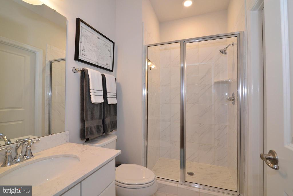 Main Level Full Bath - 24890 DAHLIA MANOR PL, ALDIE