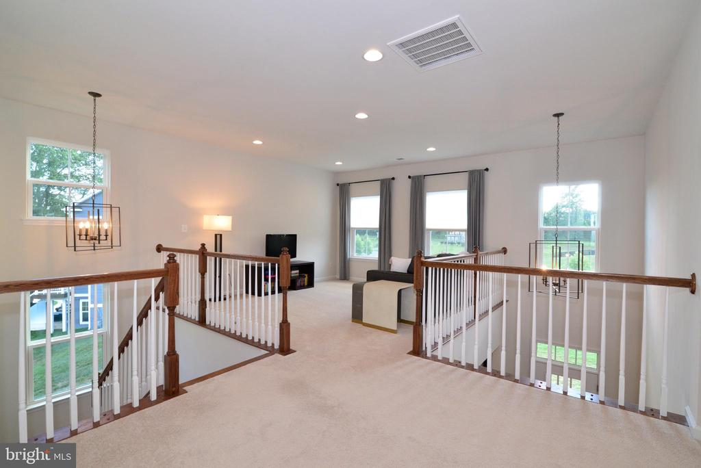 Spacious loft on upper level - 24890 DAHLIA MANOR PL, ALDIE