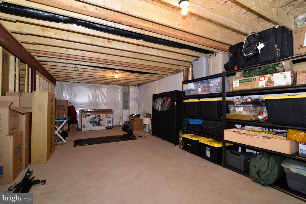 lower  level storage - 24890 DAHLIA MANOR PL, ALDIE