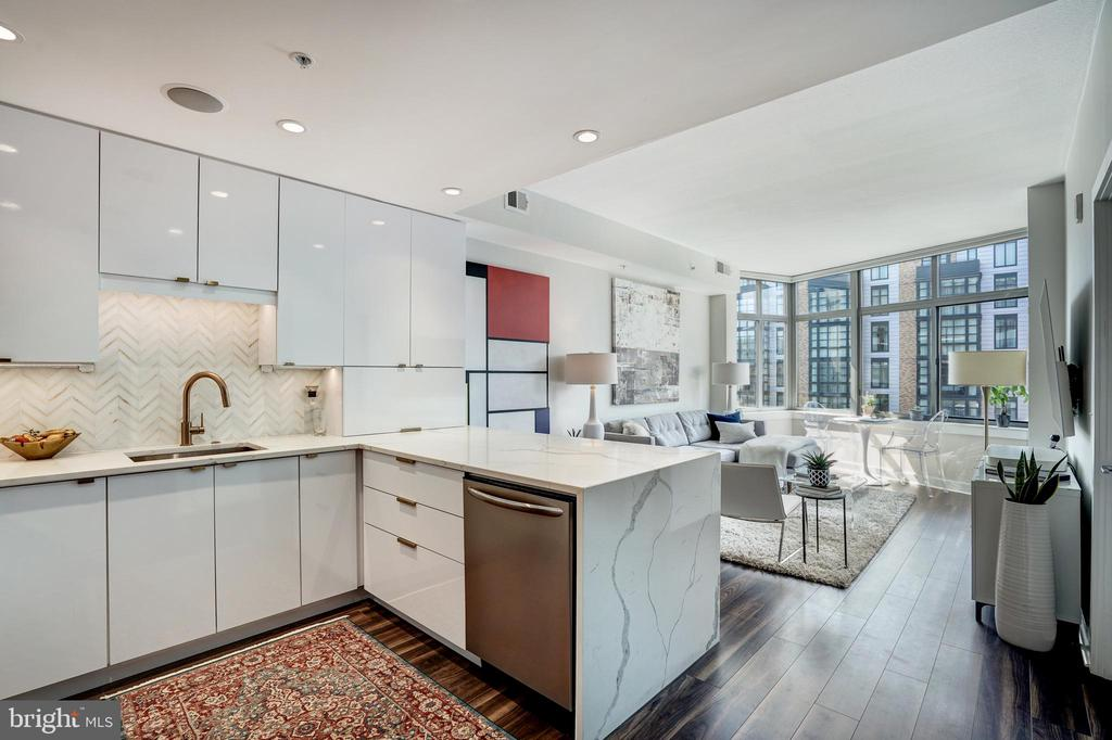 Light filled open concept living - 460 NEW YORK AVE NW #801, WASHINGTON