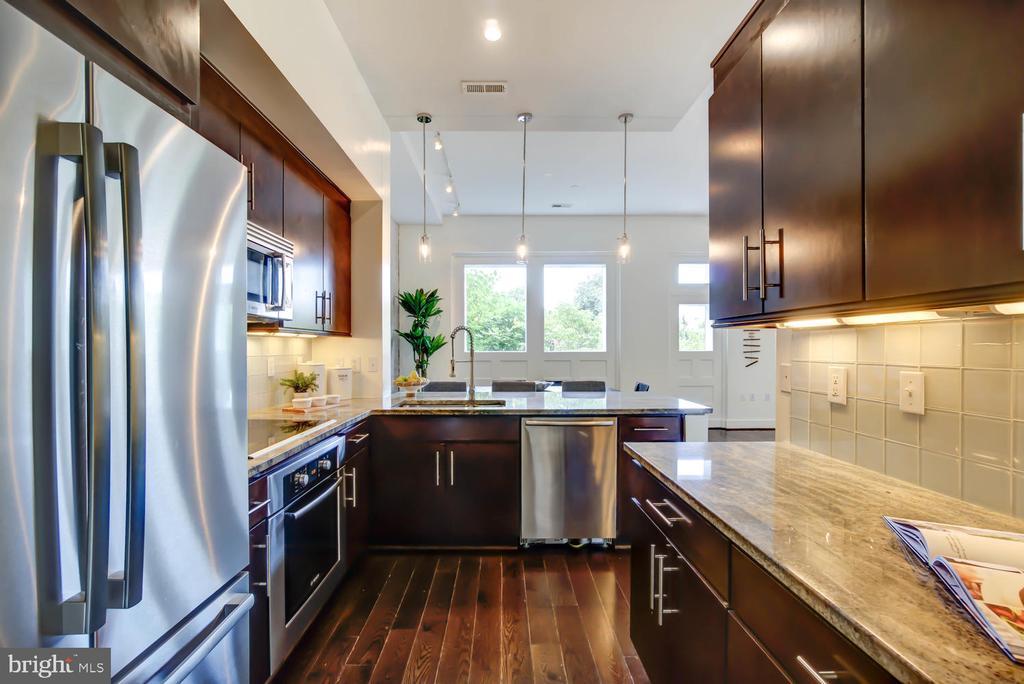 Open kitchen - great for entertaining - 1341 MARYLAND AVE NE #103, WASHINGTON