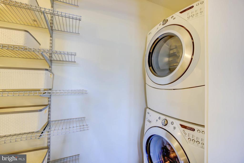 Full size Whirlpool Laundry - 1341 MARYLAND AVE NE #103, WASHINGTON