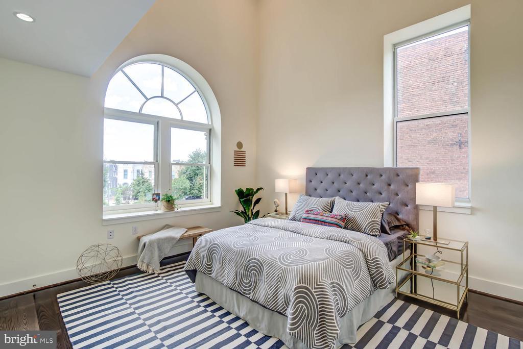 Owner's suite - corner exposure - 1341 MARYLAND AVE NE #103, WASHINGTON