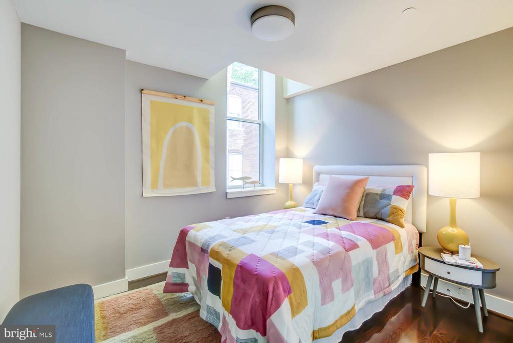 Guest Bedroom with east-facing window - 1341 MARYLAND AVE NE #103, WASHINGTON